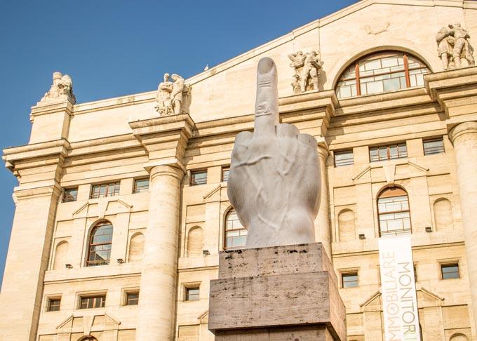 L.O.V.E. di Cattelan in Piazza Affari
